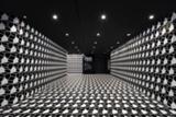 2Dと3Dが交錯するエッシャーの幻想的な世界を、nendoが実空間で再現。